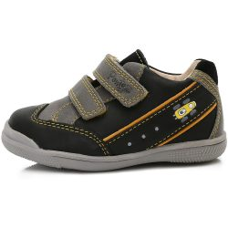 Supinált versenyautós fekete cipő