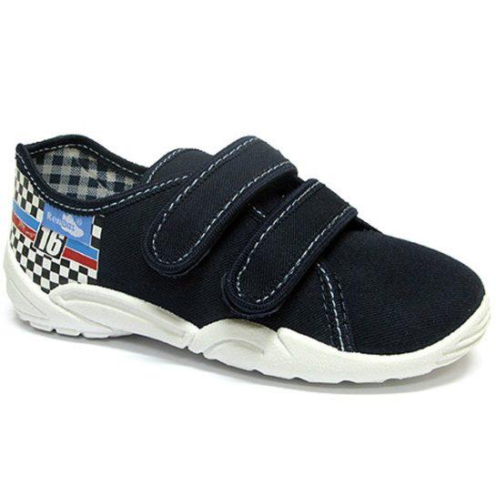 16-os kockás-zászlós cipő